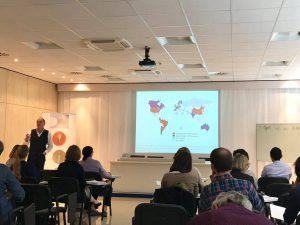 HEAR-Teilnehmer bei einem Vortrag